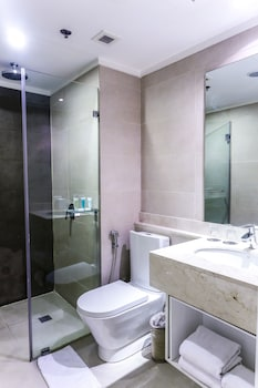 The B Hotel Manila Bathroom