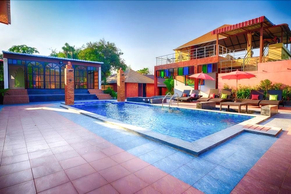 Hug Lom Doi Resort