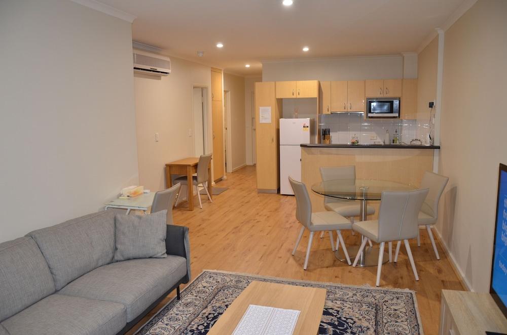 Adelaide Central Apartment - 3BR, 2Bath & Carpark