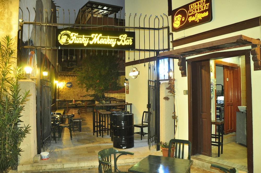 Funky Monkey Hostel & Pub Antalya - Adults Only