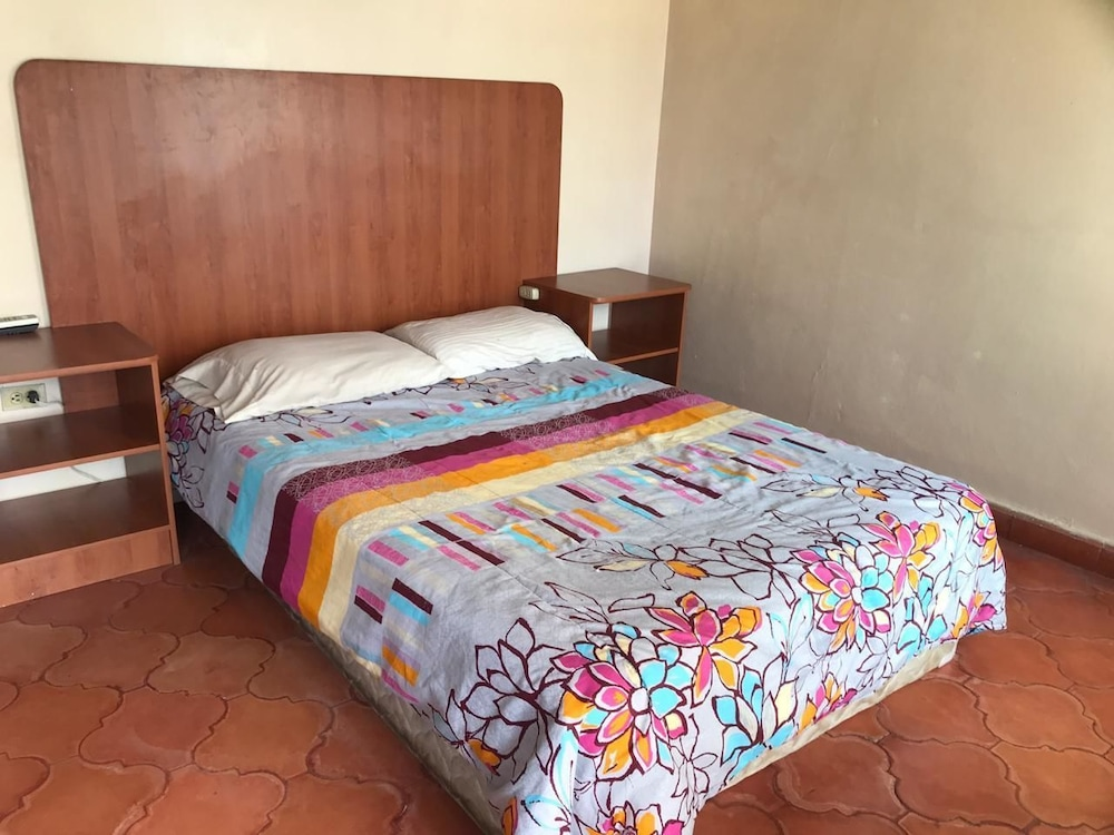 Lomas Apartments & Private Rooms