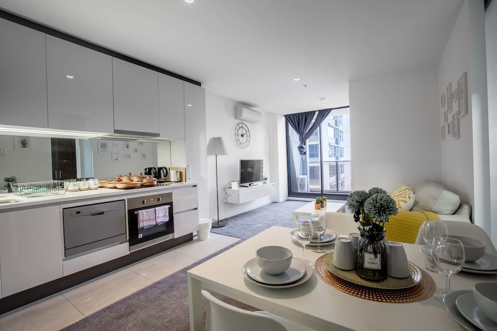 New Renovated & Cozy Apt Closes To Southern Cross