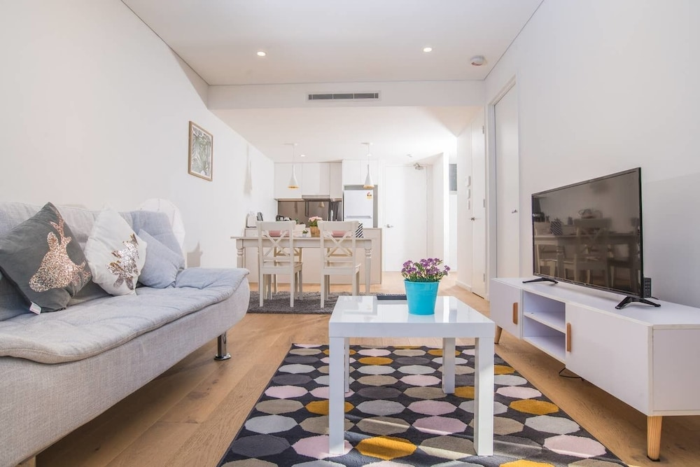 Roseberry Apartment For Travelling Couple In Green Square