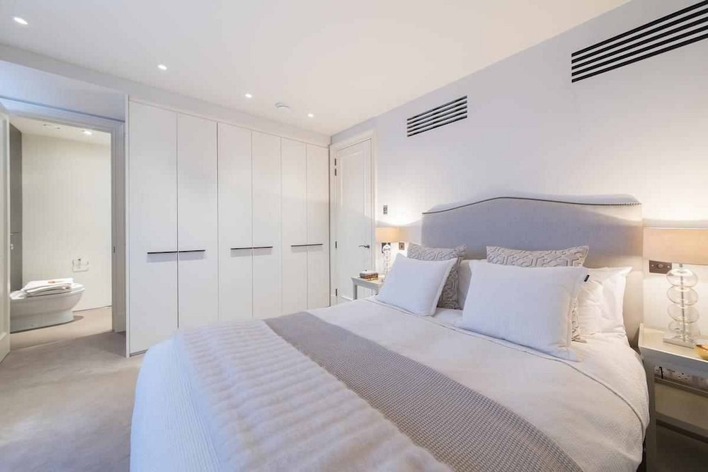South Kensington Modern Apartment
