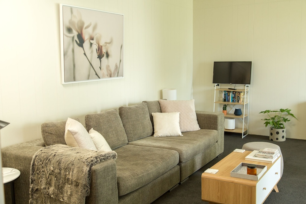 Two Bedroom Gem, Short Drive to MONA
