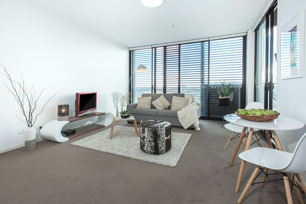 Redfern One Bedroom Apartment with Views