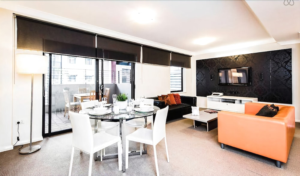 Two bedroom Apt next to Perth CBD with Parking.