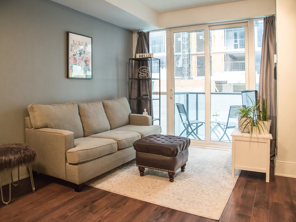 1 Bedroom Flat With Balcony in Fashion District