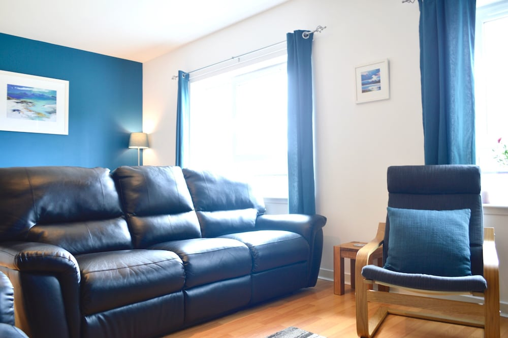 Beautiful Edinburgh Flat With 2 Double Bedrooms