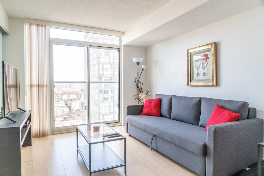 Fabulous 1 Bedroom Condo Near CN Tower