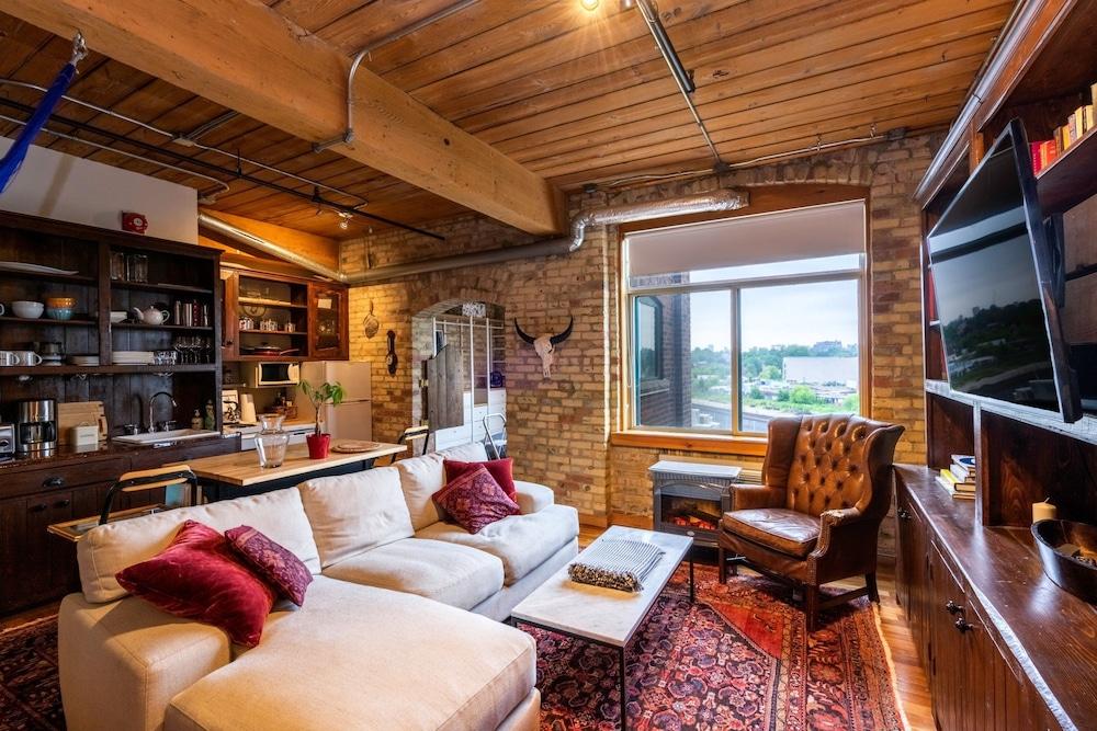 Rustic 1 Bedroom Loft Apartment in Queen Street West
