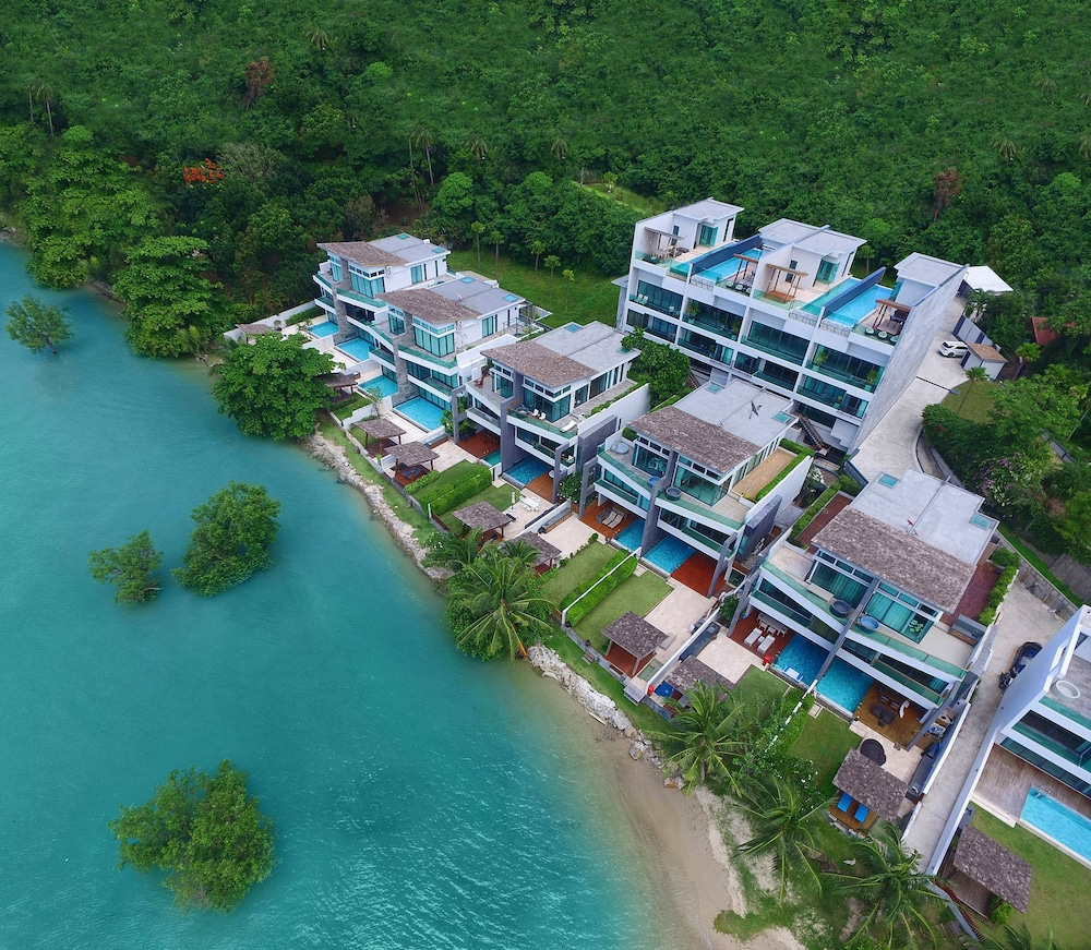 Elemental Infinity Pool 5FL Villa by TropicLook
