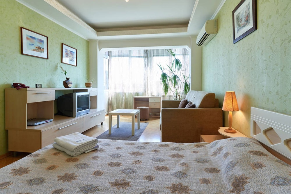 Home-Hotel Evgenia Sverstuka 8