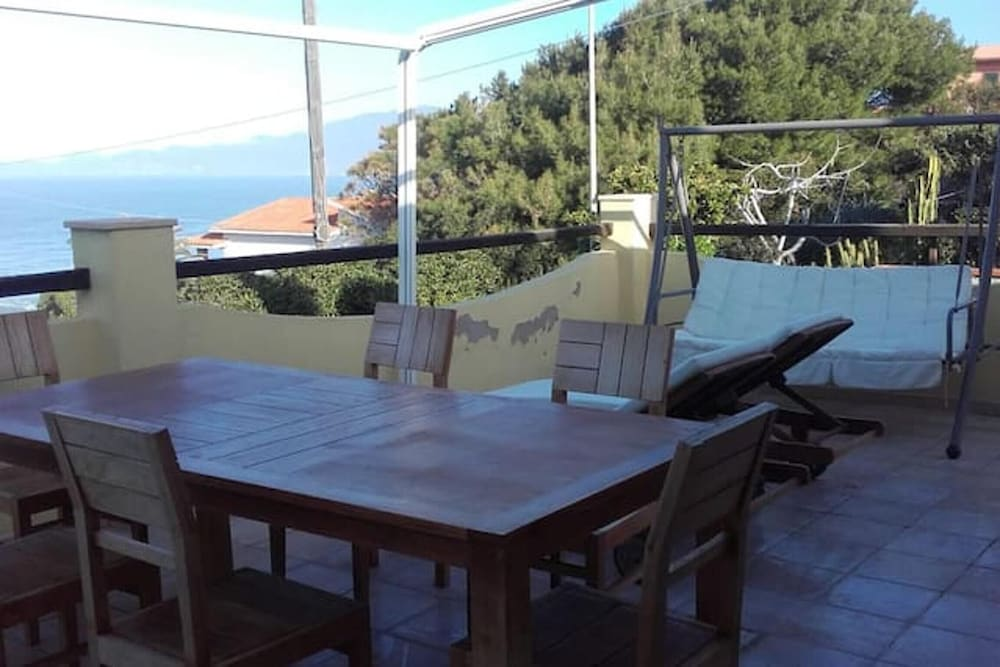 Villa With 3 Bedrooms in Magomadas, With Wonderful sea View and Terrac