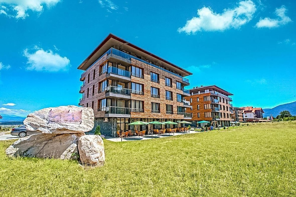 Deluxe Residence With Wellness And Mountain Views - 2 Br Hotel Room