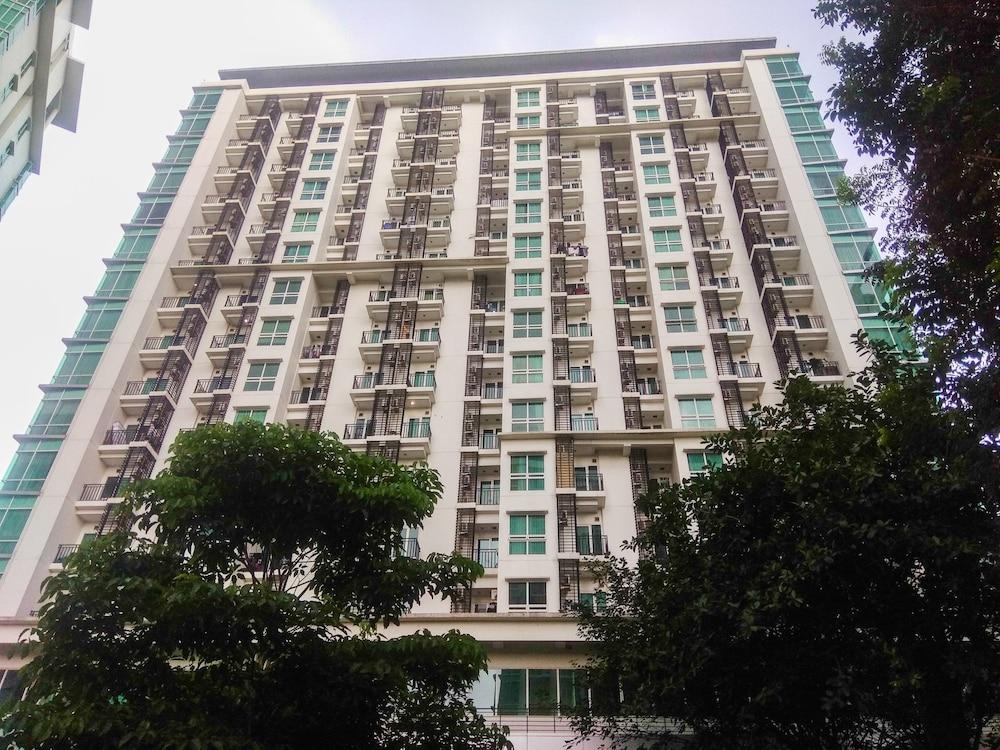 Compact 2BR Woodland Park Apartment