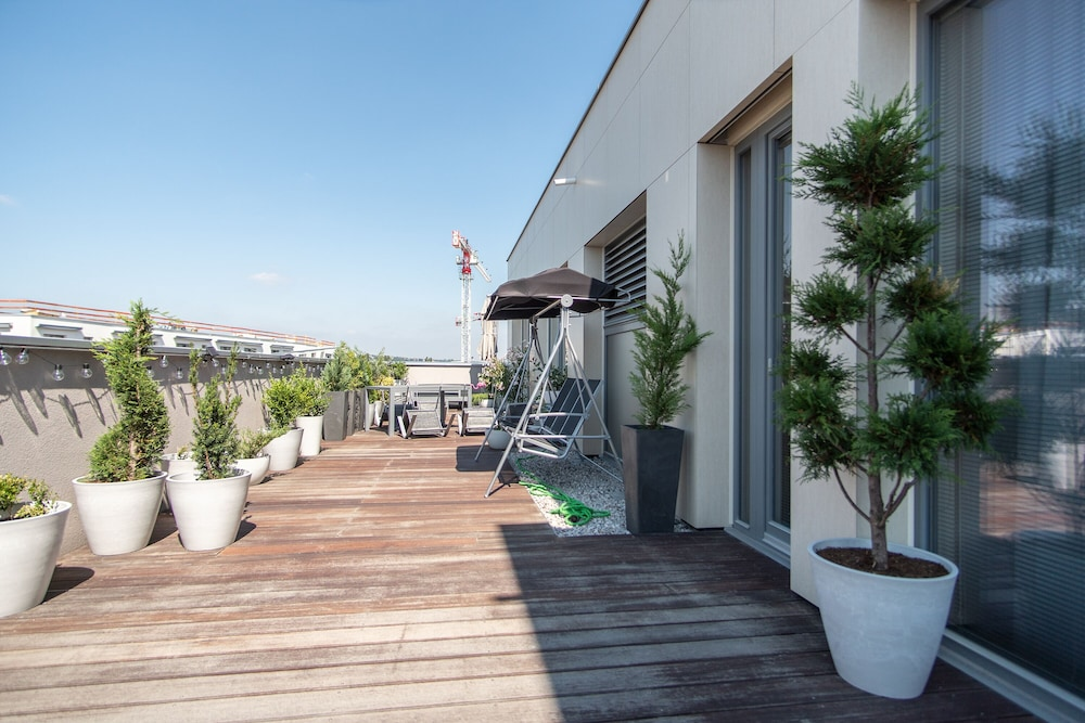 Brand new apartment on 8th floor with large terrace and swing