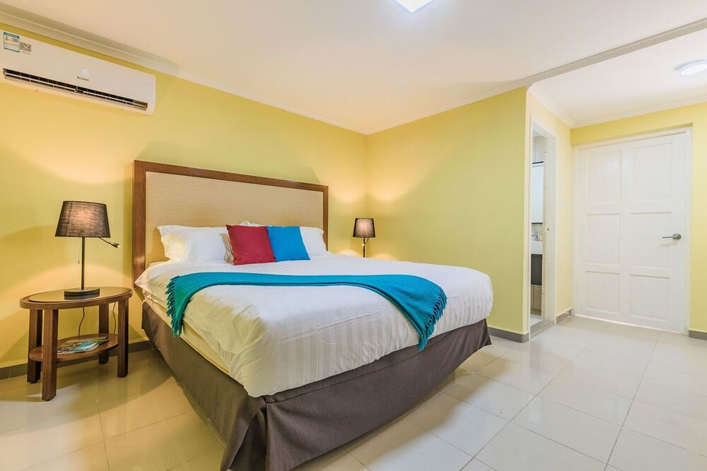 Rooi Santo Apartments