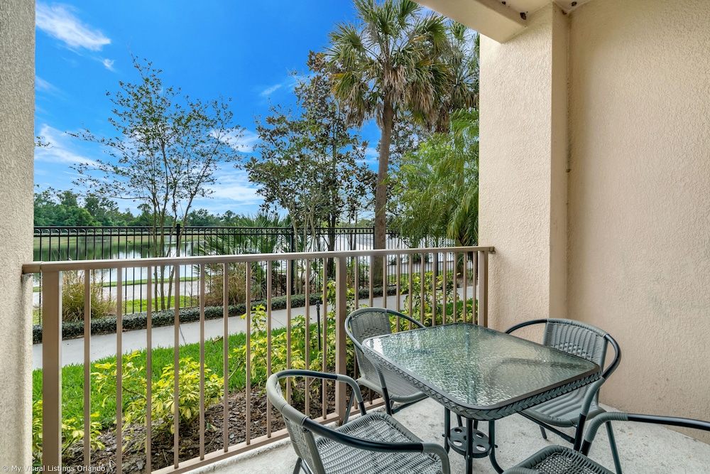 Stylish and Accessible in Vista Cay With Lake View - 3bd/2ba Condo 3vc