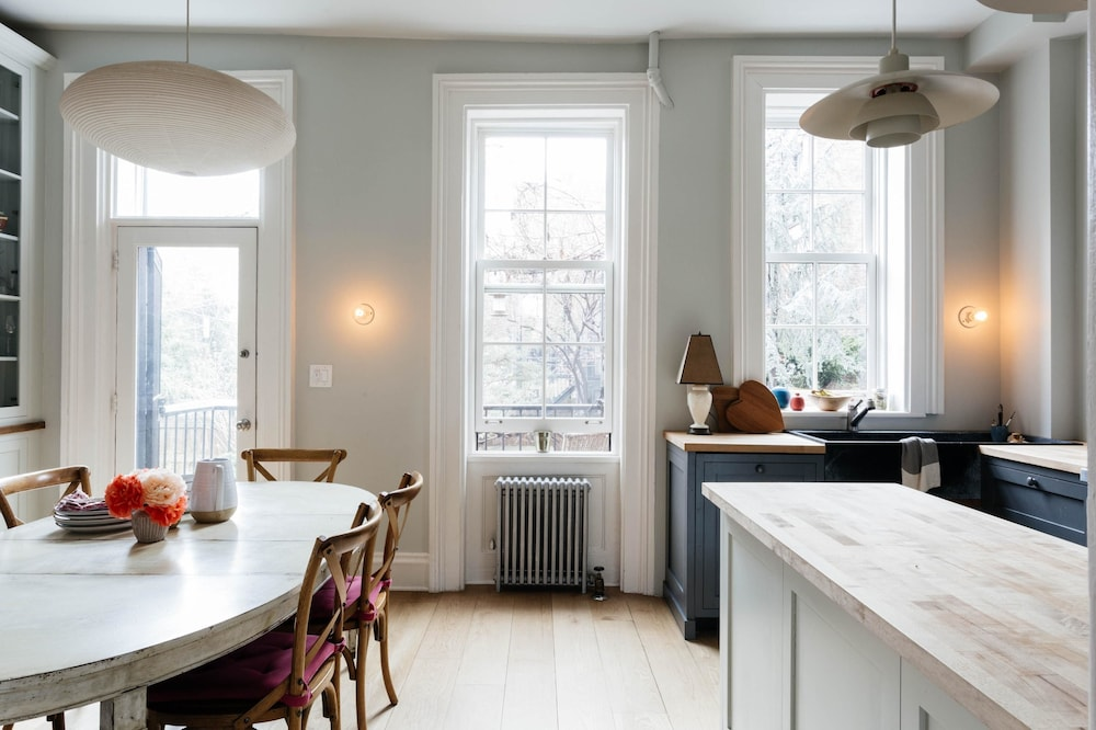 Hoyt Townhouse II by Onefinestay
