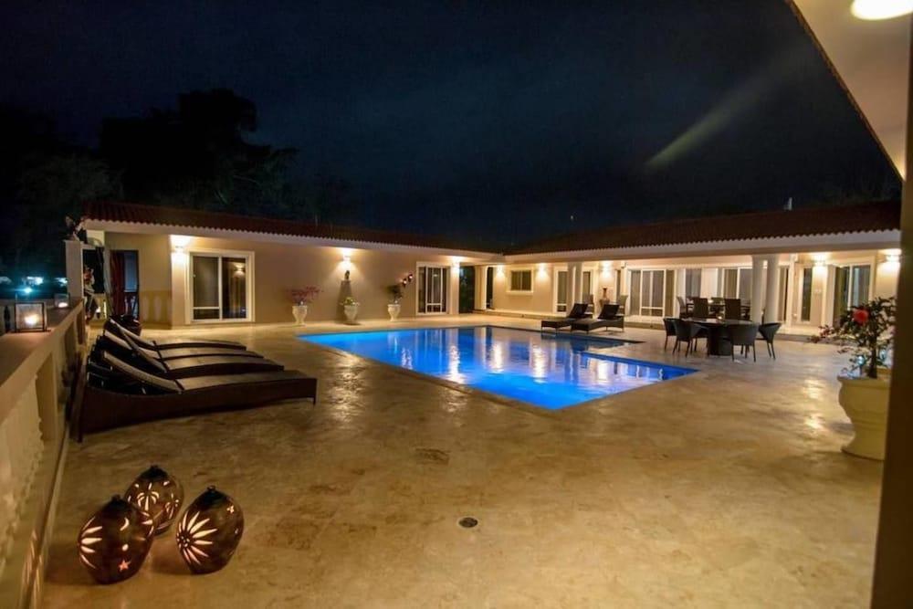 Villa With 4 Master Bedrooms w/ En-suite Bathrooms