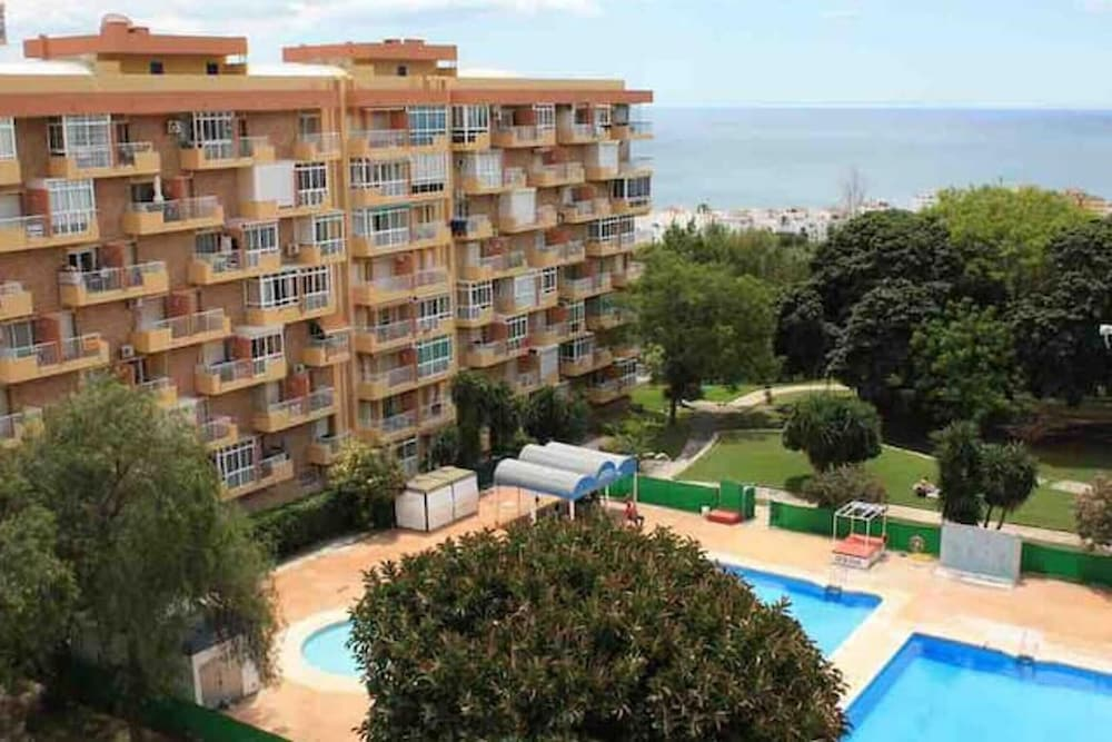 Studio in Benalmádena, With Wonderful sea View, Pool Access and Furnis