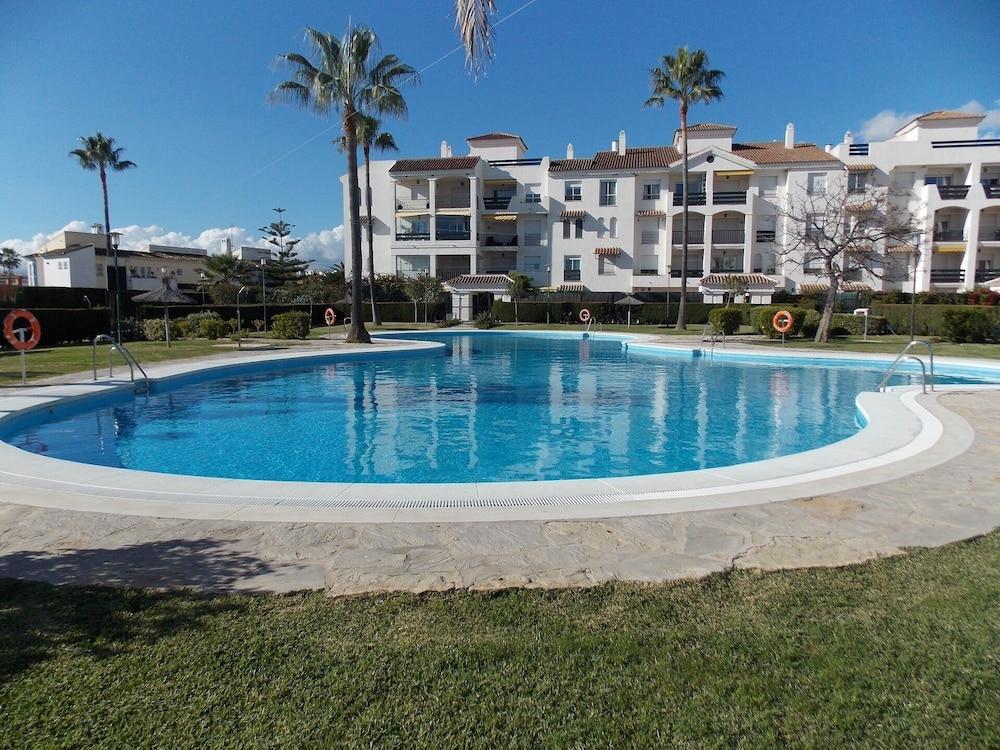 Beachside Apartment Near Puerto Banus