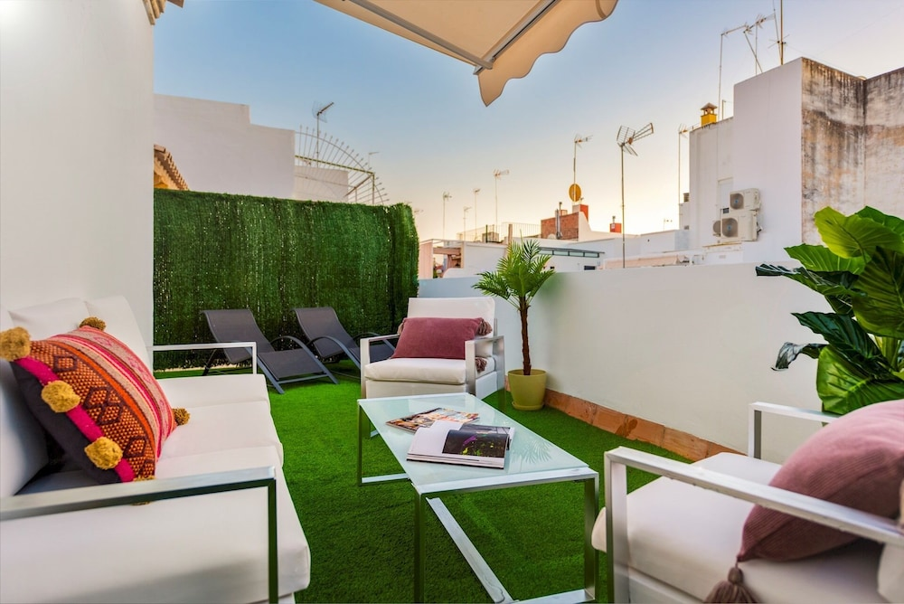 Private Terrace. 5 min Walk to Cathedral. 2Bd Apartment. Galera II