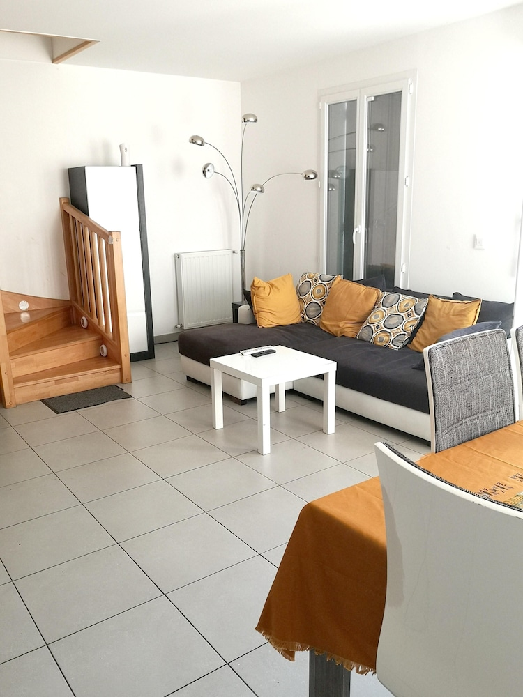 House With 2 Bedrooms in Tigery, With Enclosed Garden and Wifi
