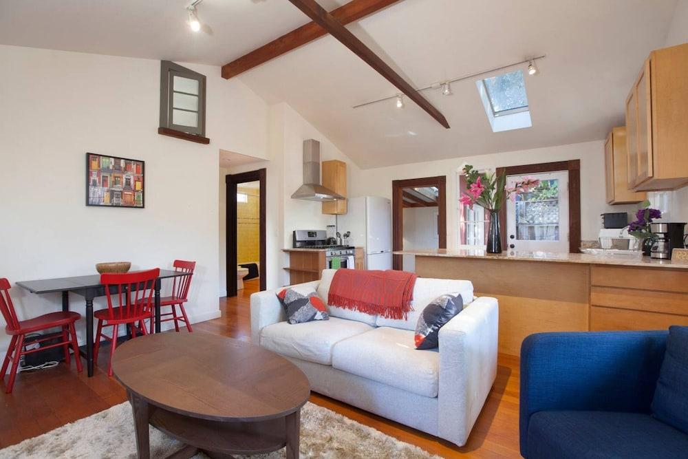 Curtis Cottage · Berkeley Cottage, comfy, stylish, good wifi