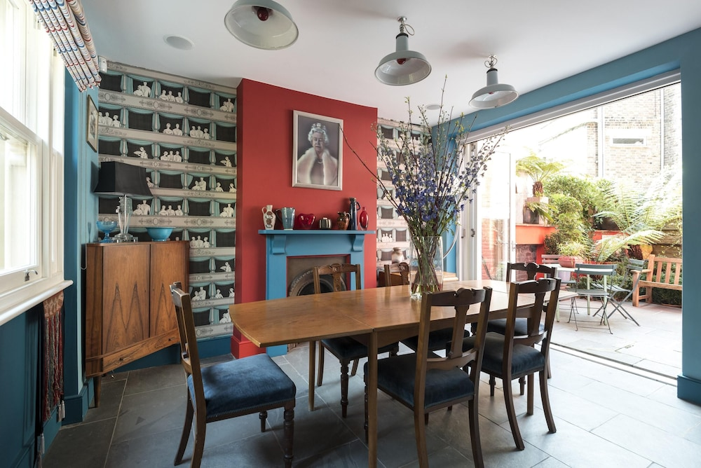 Leysfield Road by Onefinestay