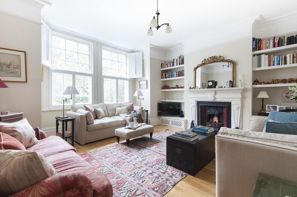 Vicarage Gardens by Onefinestay