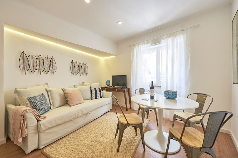 Belém Light Filled Apartment + Free Pick-Up, By TimeCooler