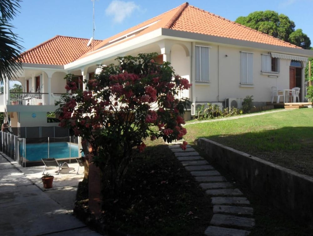 Studio in Sainte-anne, With Pool Access, Enclosed Garden and Wifi - 5