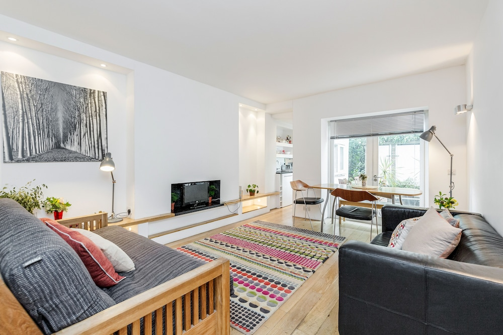 Modern Holland Park apartment