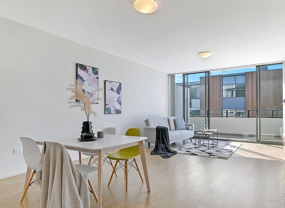 Macquarie Uni 2 Bedroom Modern APT + Free Parking Nnr009