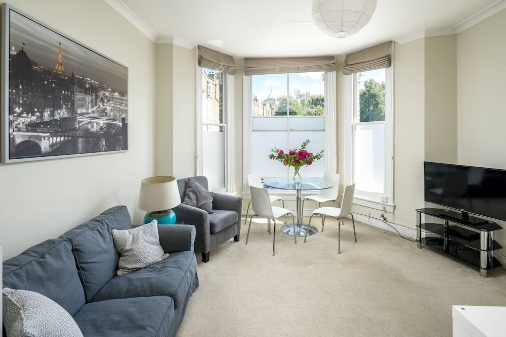 Lovely 2-bed Flat in Shepherd's Bush, West London