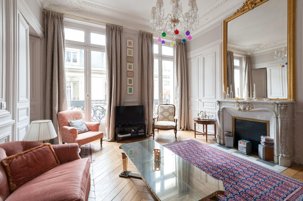 Rue de L'université III by Onefinestay