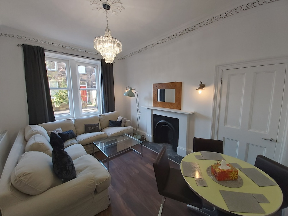 Bright, Modern and Stylish 2 Bedroom Apartment