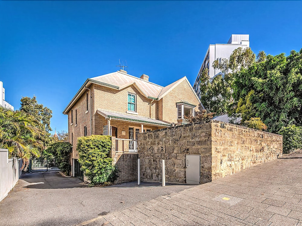 Malcolm St Townhouse