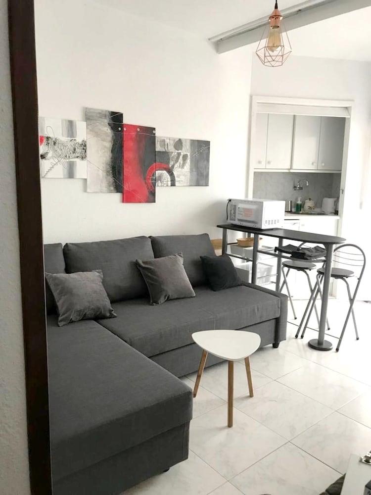 Studio in Benalmádena, With Wonderful sea View, Pool Access and Wifi