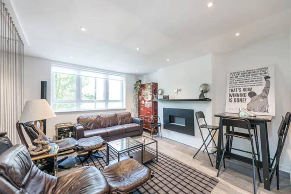 Prime Pimlico 3 Bedroom Flat With Roof Terrace