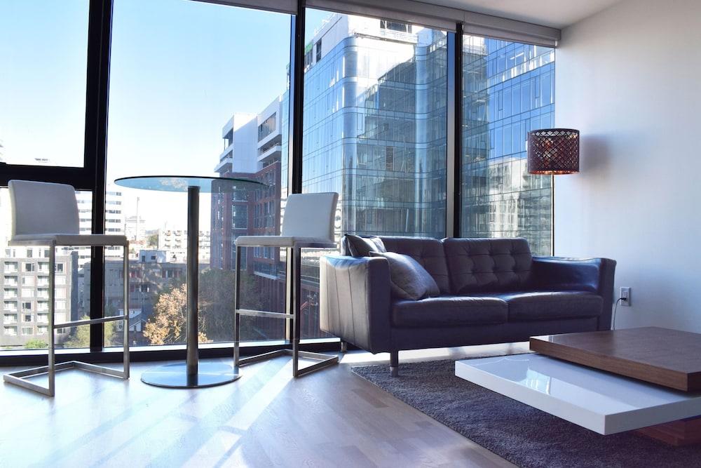 Modern Downtown Studio in High Rise