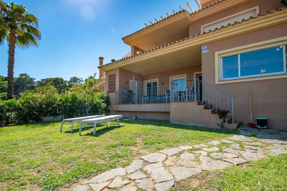 Luxurious Holiday Home with Private Garden and Sea Views in Elviria
