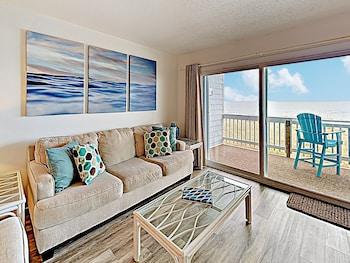 Oceanfront W/ Pool - Steps To Beach! 2 Bedroom Condo