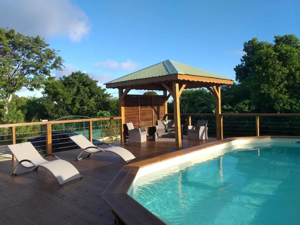 Villa With 3 Bedrooms in Saint-françois, With Wonderful sea View, Priv