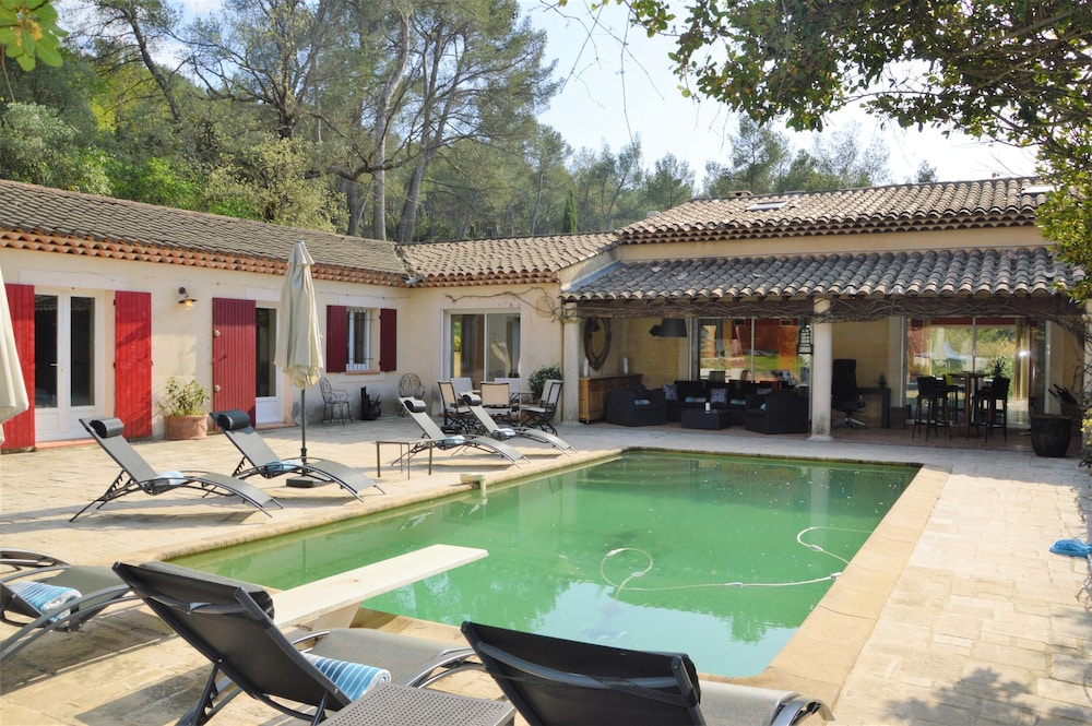 Villa With 5 Bedrooms in Aix-en-provence, With Private Pool, Furnished