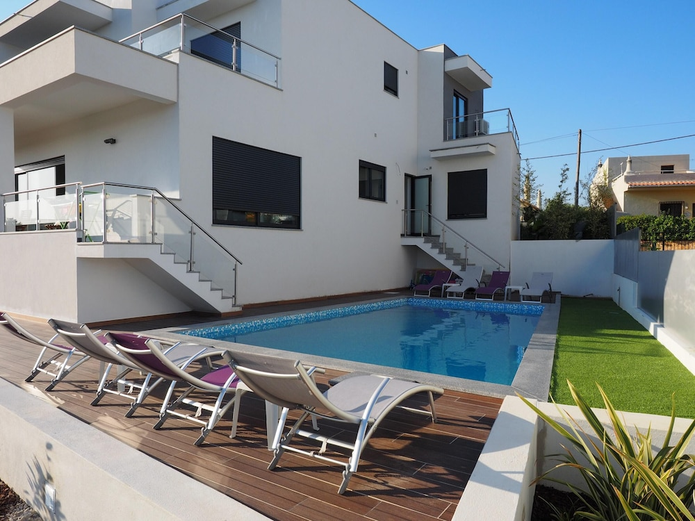 Villa With 4 Bedrooms in Mexilhoeira Grande, With Wonderful Mountain V