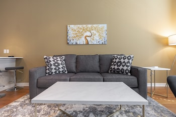 Luxury - King Sized BED - MED Center Fully Equipped Condo (1452522816) photo