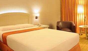 Riviera Mansion Hotel Manila Guestroom